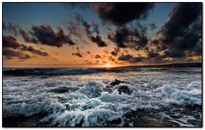 Crashes Waves Trên bãi biển