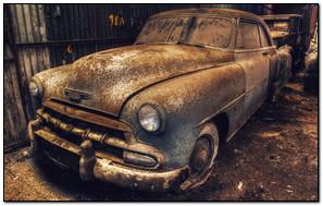 Stary garaż samochodowy