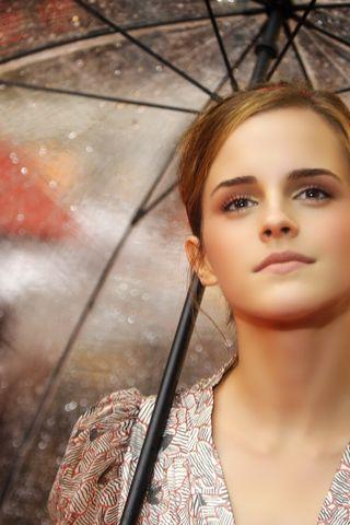 Емма Уотсон в дощ
