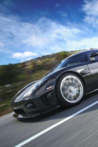 Koenigsegg 4