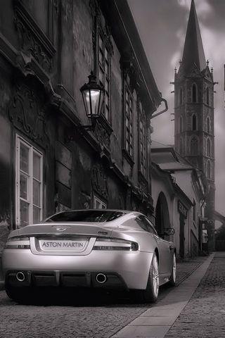 Car-in-streetscape-HD