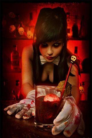 Gothic Barwoman