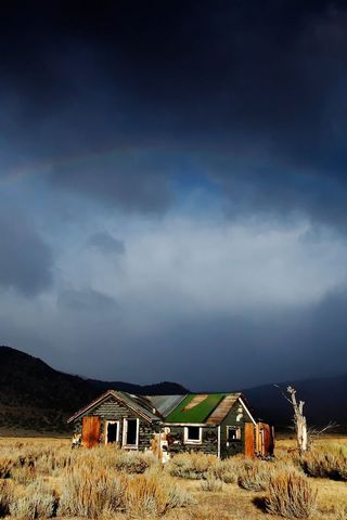 Abandoned-House-Under-Rainbow