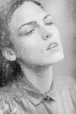 Girl-in-the-glass-water-Droplets