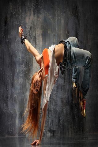 رقص الفتاة
