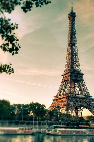 Lovely-Eiffel-Tower