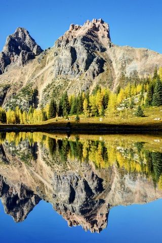Mountain Reflects