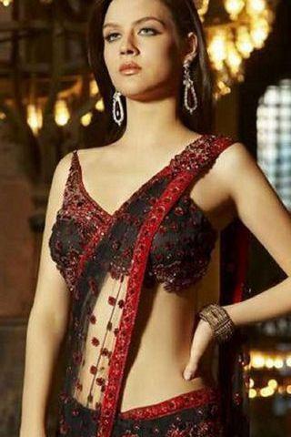 Beautiful-girl-in-saree