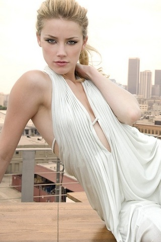 Amber Heard Weard White Dress