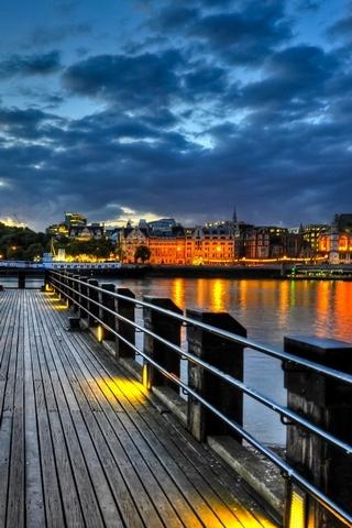 Thames-Pier