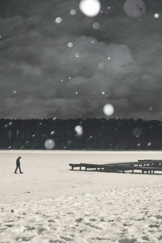 Lonely Walk In Snow IOS7 IPhone 5 Wallpaper