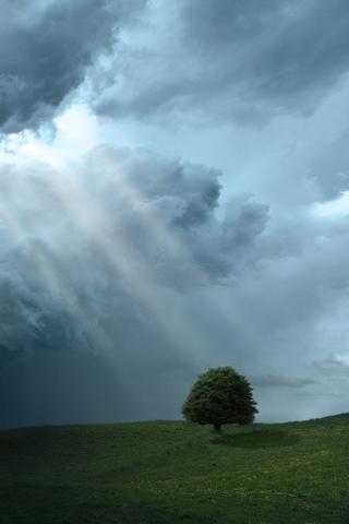 Promienie słoneczne Storm Cloud