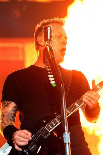 Metallica Guitarist Show Fire Microphone