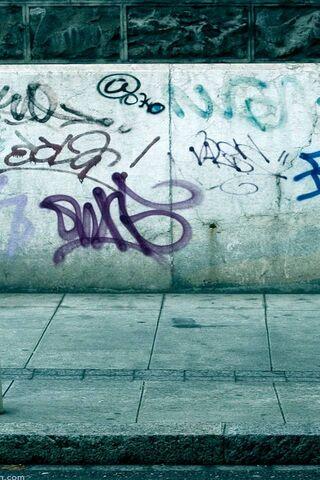 Graffiti lungo la strada