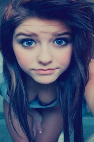 Blue-Eyes-Cute-Girl