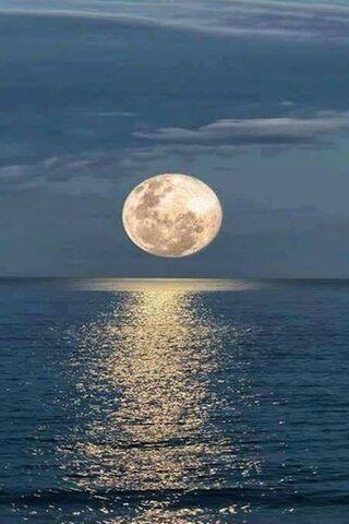 चंद्रमा और सागर