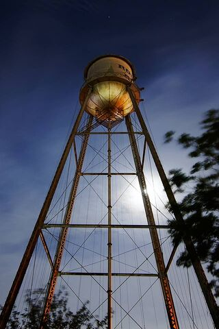 Menara Cahaya Malam