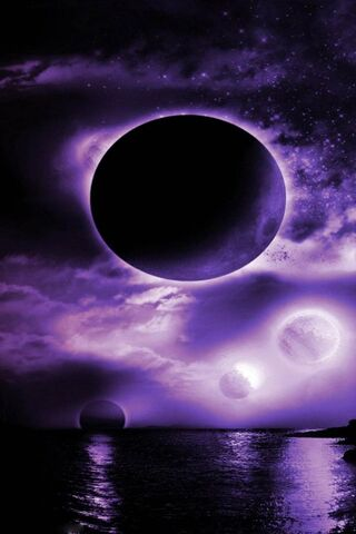 القمر الأرجواني