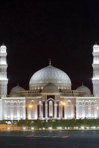 रात में मस्जिद