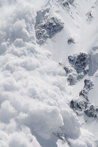 हिमस्खलन बर्फ पर्वत