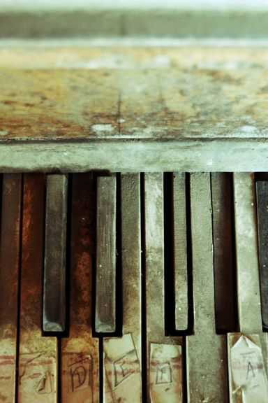 Old-Piano-Keyboard