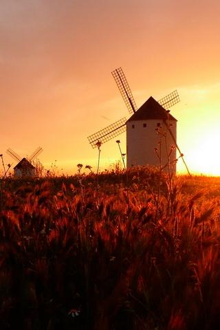 Kincir angin Pada Matahari Terbenam