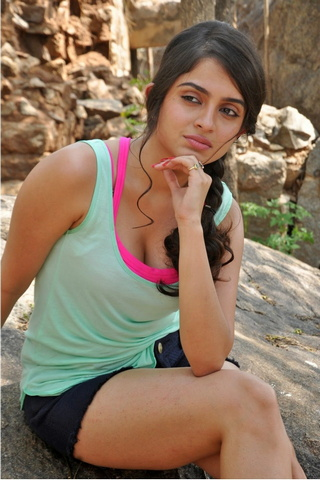 Cute Sheena Shahabadi