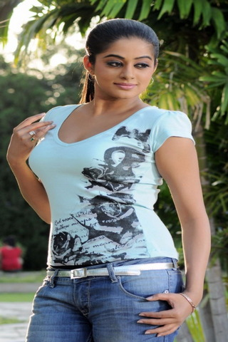 Pleasing Priyamani