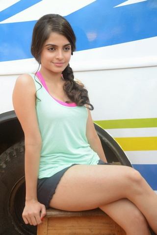 Cute Babe Sheena