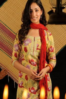 Yami Gautam Hot In Yellow Kurti
