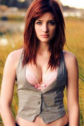 Susan Coffey Beautiful Girl Nature 640x1136