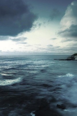 Gloomy Wave Ocean