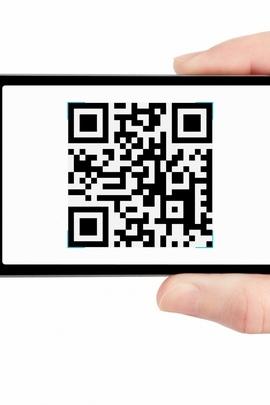 फोन QR कोड हाथ सफेद पृष्ठभूमि क्षैतिज 80044 720x1280