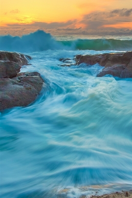 Turquoise Water Waves