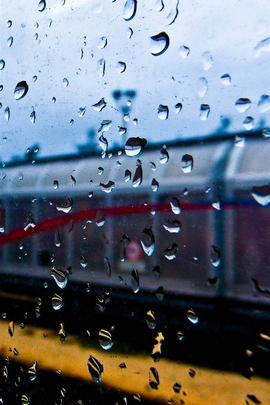 Janela do trem chuvoso