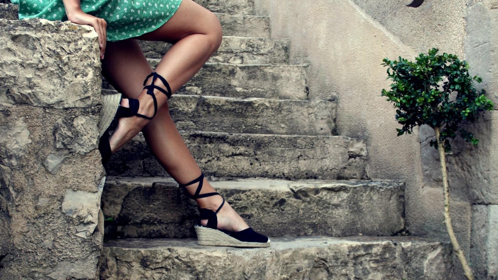 Трахнул на ступеньках, Мимолетный секс на лестнице » Порно онлайн в хорошем 4 фотография