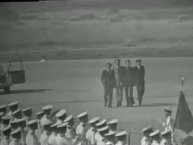 لحظة نزول طائرة البوينغ و نجاة الملك الحسن الثاني رحمه الله من الموت