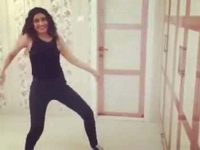 Ragini Khanna Beat Pe Booty Challenge