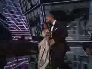 Drake Presents Rihanna Vanguard Award