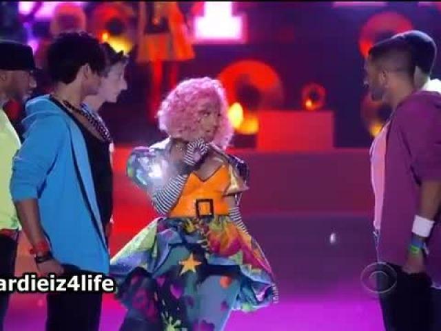 Nicki Minaj - Super Bass (Victoria's Secret Show 2011) (Live)