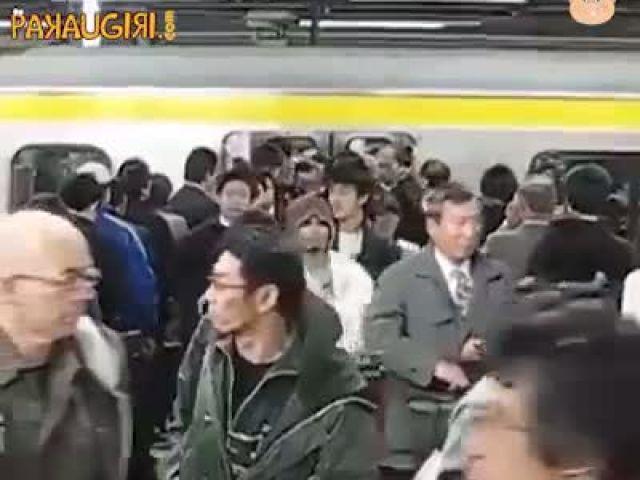 Traveling in train Japan vs India