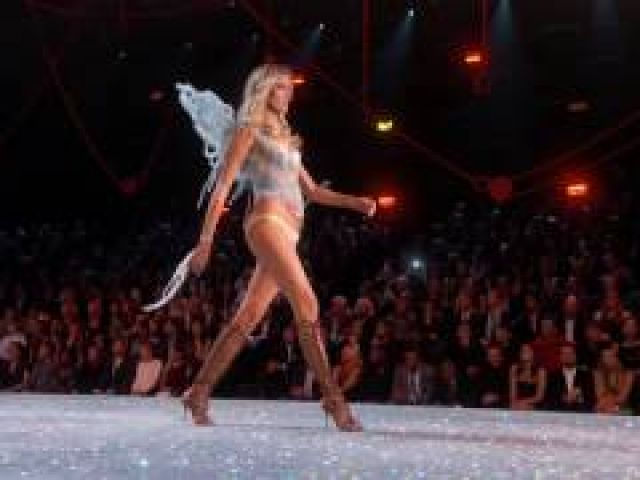 Martha Hunt's Road to the Runway (The 2016 Victoria's Secret Fashion Show)