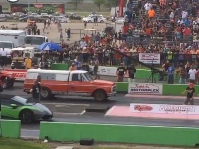 Lamborghini vs Truck