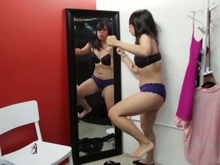Weird Things Girls Do In Dressing Rooms