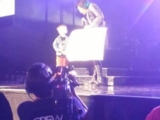 Grant -proposing- to Demi Lovato on stage !
