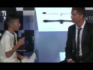 Cristiano Ronaldo defends Japanse kid on TV #RESPECT