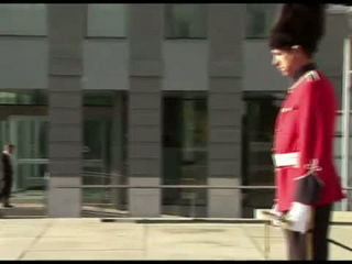 British Royal Guard Loses His Patience with Granny