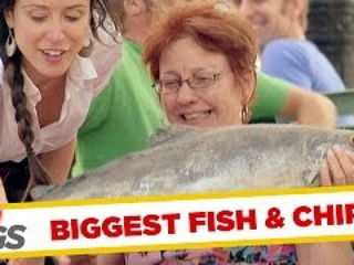 Waitress Quits Her Job with a Fish Slap !