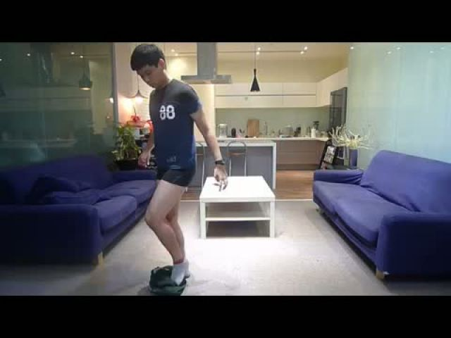 Brave Man Wearing Pants Without Hand [Dancing style]
