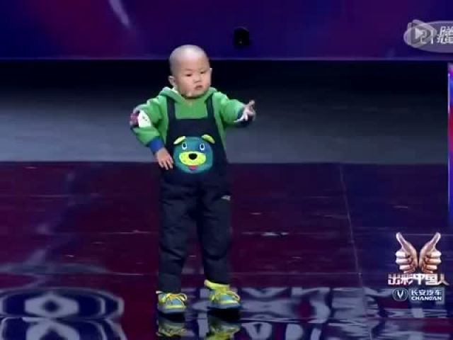 Adorable 3 years old dance